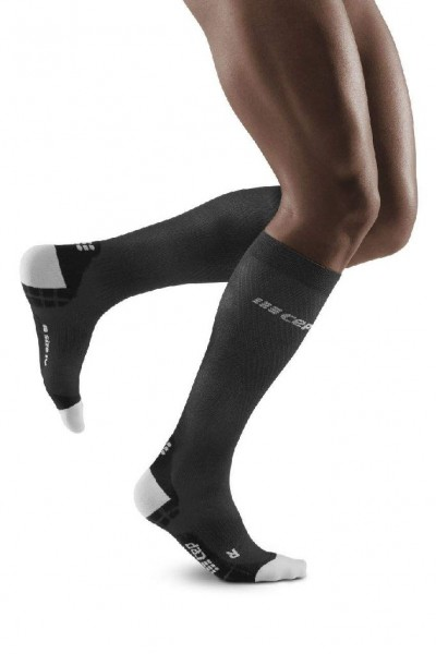 CEP - Run Ultralight Pro Socks Herren - extra leichte, lange Kompressionssocke - Schwarz - WP30IQ